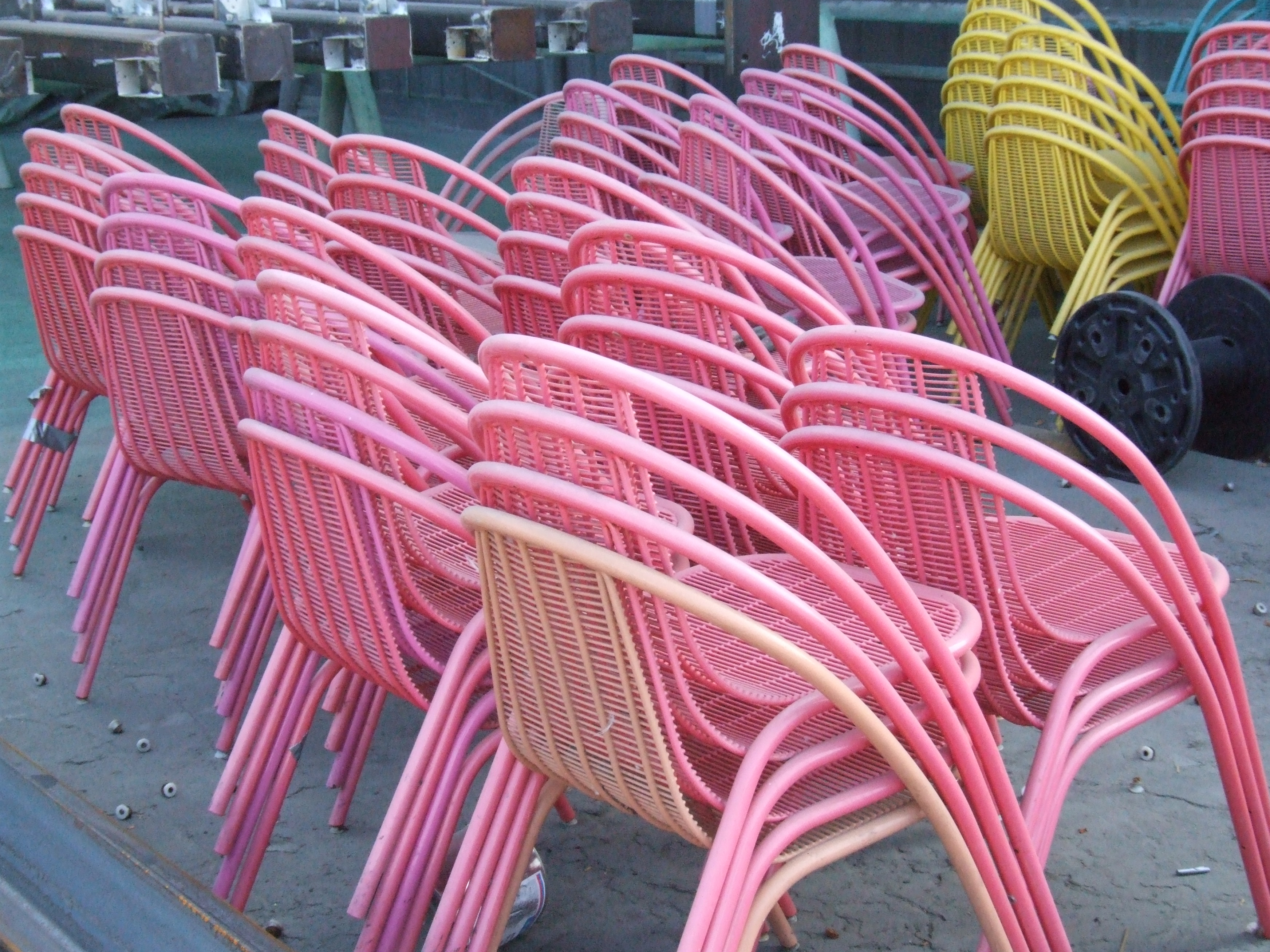 Pink_Famingo_chairs.jpg